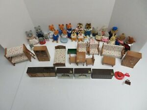 VINTAGE MAPLE TOWN STORY CALICO CRITTERS DOLL FIGURE LOT W ACCESSORIES CLOTHES &