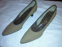 Vintage Pacelle Saks Fifth Avenue Beige Suede Pumps Shoes 1947 NWT The Sheath