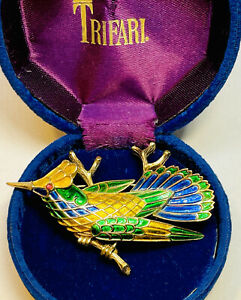 RARE 1960'S SIGNED CROWN TRIFARI ENAMELED FLYING BIRD ON BRANCH BROOCH