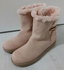 Ladies GUESS boots Size 7 (New)
