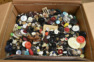 L177- 10 lbs of Vintage Buttons