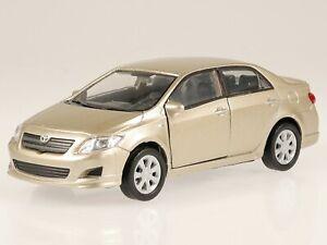 Toyota Corolla E12 9. Generation beige met diecast model car 43608 Welly 1:36