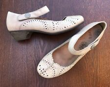 TAOS Tango Leather Low Heel Pumps Shoes Size 9 Euro 40 Tan Cutout Design EUC