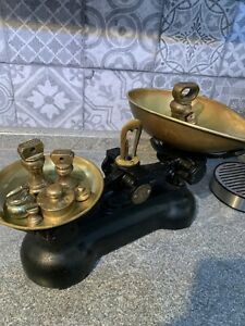 Vintage Style Kitchen Scales With Weights