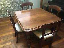 VICTORIAN MAHOGANY EXTENSION DINING TABLE WITH 4 CHAIRS