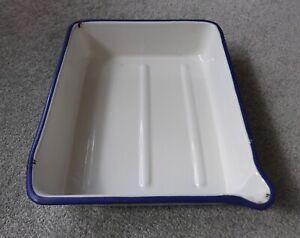 Vintage White Enamel Baking Tray with Pouring Lip.
