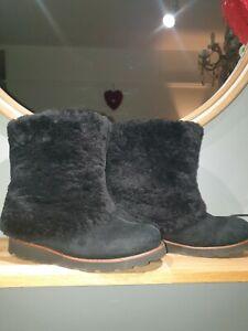 GORGEOUS RARE UGG MAYLIN LADIES BLACK BOOTS SIZE 8.5 UK. !! RARE!!