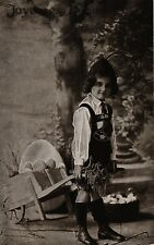 Ostern, Kind, Schubkarre mit Eiern, Junge in Trachtenkleidung, um 1910/20