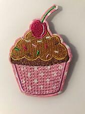 Ecusson Patch thermocollant brodé Cupcake Gâteau cerise rose custom fun