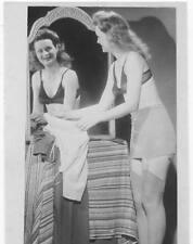 Akt Vintage Foto - leicht bekleidete Frau aus den 1950er/60er Jahren(112) /S200