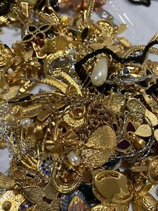Bulk lot Vintage JEWELLERY Junk CRAFT Bits Bobs CHARMS REPURPOSE 2kg Gold Plate