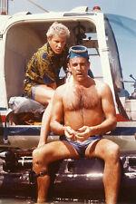 Sean Connery 11x17 Mini Poster Thunderball Bare Oberkörper auf Rotorkopf-Links