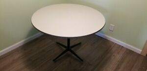 """Herman Miller Mid Modern 42"""" Round White Dining Table (Chairs are not included)"""