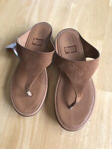 NEW FitFlop Banda Perforated Leather Toe Post Sandal LIGHT TAN 8 NEW 674-151