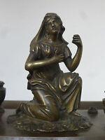 Encrier en bronze époque empire sur 4 pieds griffes et avec personnage féminin