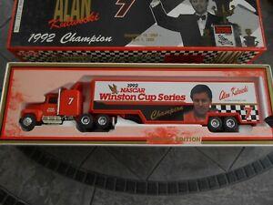 #7 Alan Kulwicki Hooters 1992 Winston Cup Champion 1/64 Ertl hauler.