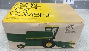 ERTL JOHN DEERE 6600 COMBINE STOCK NO. 558 with box