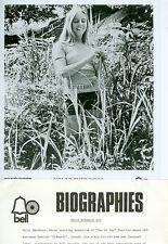HOLLY SHERWOOD CUTE SMILING SHORT SHORTS BUSTY ORIGINAL 1971 BELL RECORDS PHOTO