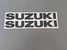 Hochwertige Premium Suzuki Motorrad Aufkleber-Sticker in Schwarz glanz.
