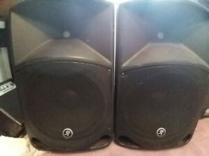 """FULL Pa Kitset up.  Mackie Thump 12"""" Tops X2, PV14 Peavy desk, stands and cables"""