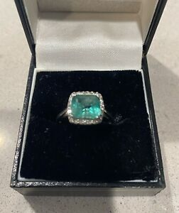 2 Ct Emerald and diamonds ring 14k White Gold