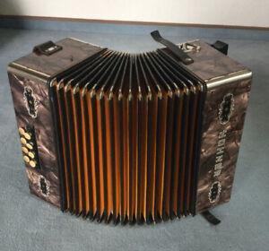Alte Hohner Handharmonika, Ziehharmonika, Knopf-Akkordeon C/F mit Koffer