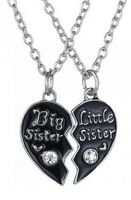 2 colliers pendentifs coeur noirà séparer petite (little) et grande (big) soeur.