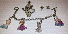 Lote: pulsera con dijes de Frozen de Disney-Olaf, Anna & Elsa; Olaf Pin y pendientes