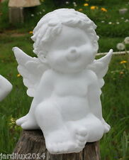 Statue ange heureux assis en pierre reconstituée, ton pierre blanche