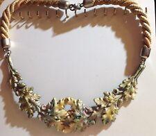 collier vintage tour de coup décor relief feuillage et gland couleur vernis A19