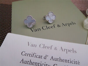 //Van Cleef & Arpels//18K White Gold Motif Pearl Alhambra earrings