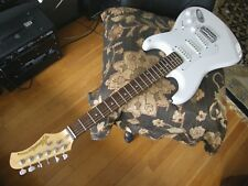 Hondo script Strat double cutaway electric guitar V NICE, low wear throughout