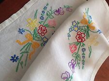 VINTAGE HAND EMBROIDERED OFF WHITE TRAY CLOTH TABLE CENTRE 22x16 Inches