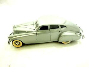 Danbury Mint 1933 Pierce Arrow Silver Arrow Die Cast Car 1:18 with Paper