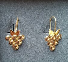 Pretty 18ct Gold Grape  and Leaf Design Earrings.