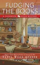 Fudging the Books (A Cookbook Nook Mystery) - Good - Gerber, Daryl Wood -