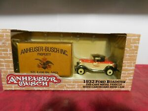 2000 ERTL Collectibles 1932 Ford Roadster w Anheuser Busch 24 Bottle Beer Case