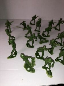 Vintage 1970s Green Army Men Plastic MPC Toy Soldiers Lot of 25