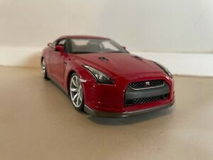 Nissan GTR 2009 Diecast 1 18 Model used but in good condition with box