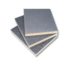 Abrasivo carburo di silicio su spugna sintetica morbida ad alta densità.