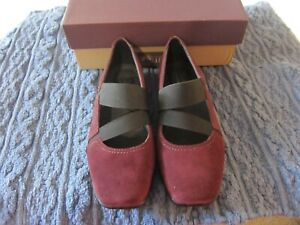 Clarks Haydn Juniper Suede Mary Jane Shoes Women's Size 7.5M - Color Wine