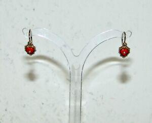 Ein Paar kleine alte Ohrringe Kinderohrringe Gold 333 und Korallenherzen