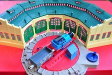 THOMAS TANK ENGINE TRACKMASTER Tidmouth sheds 5 door Turntable Roundabout AS NEW