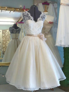 2018 Cheap Vintage Lace Wedding Dress Formal Ivory Tea Length Tulle Bridal Gowns