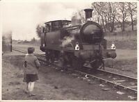 1960s photo - girl & boy looking at a loco - cold store sidings - skimpot luton