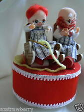 Vintage Inarco Japan Old Man & Women Couple Together Music Box Red