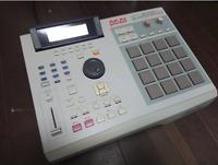 Akai MPC2000XL MIDI Production Center Sampler Sequencer Drum Machine AC100V