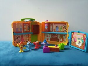 Cbeebies Sesame Street The Furchester Hotel  Playset with Figures in Carry Case