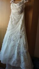 Ivory Lace Wedding Dress size 10-12 with alterations on the bottom