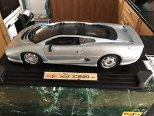 Maisto Jaguar XJ220 1:12 Scale Die-cast with stand